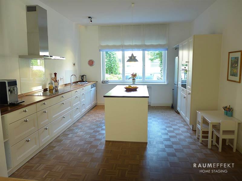 raumeffekt-Home-Staging-bewohnte-Immobilie-Küche-nachher